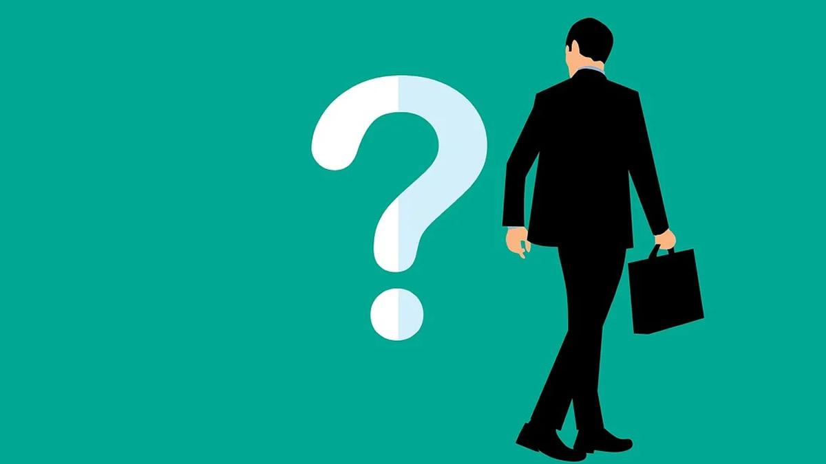 疑問を持つスーツの男性